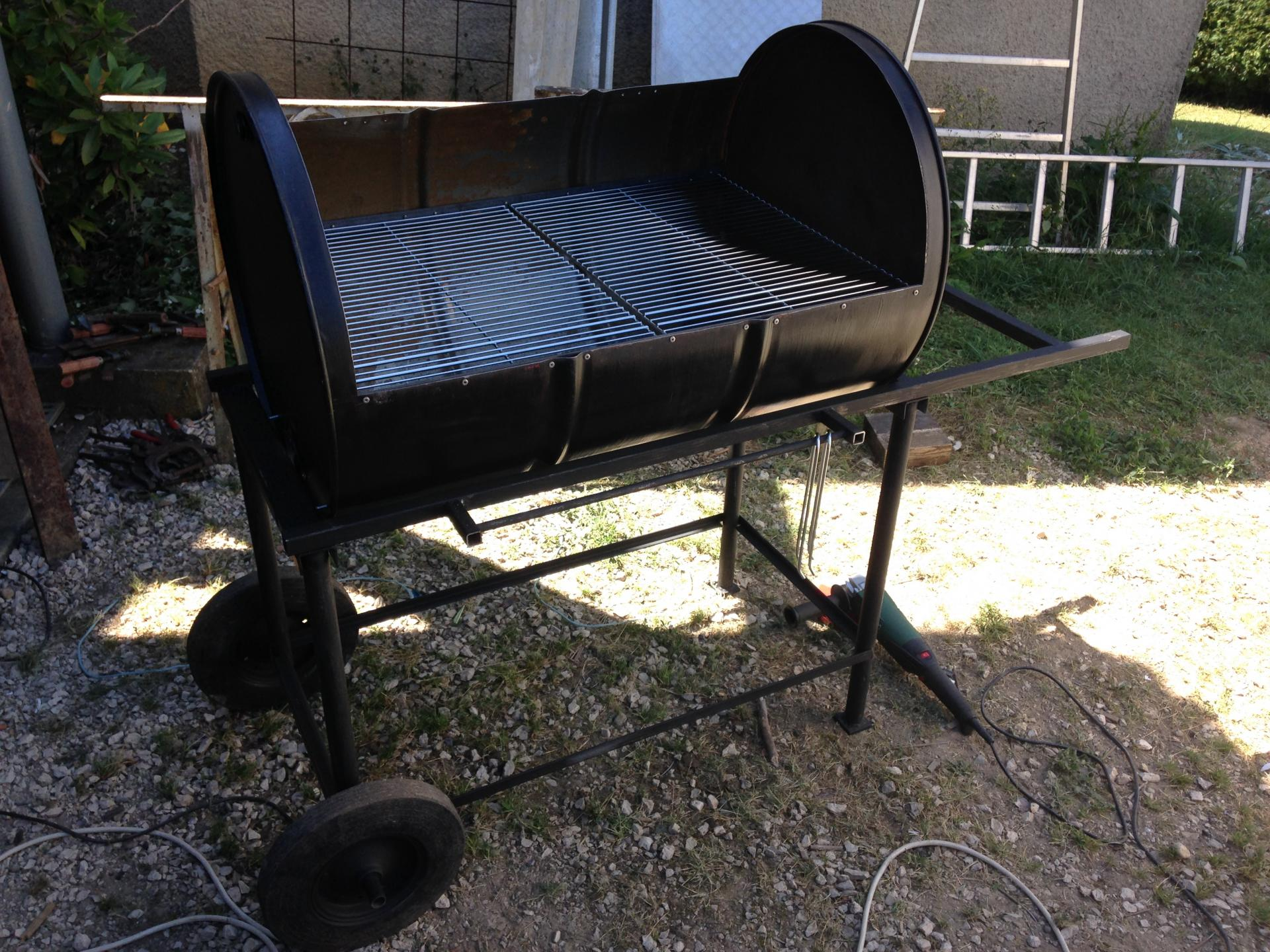 fabrication dun barbecue. Black Bedroom Furniture Sets. Home Design Ideas